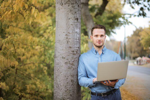 La belle histoire de Sébat : devenir freelance en pleine campagne